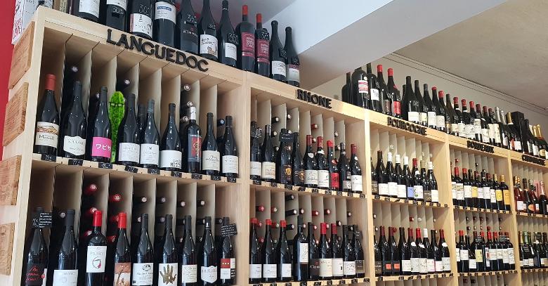 282e89d1063c9e ... très bonnes adresses du centre ville de Lille pour acheter son vin. En  passant la porte de ce caviste, on découvre un lieu agréable, où les vins  sont ...